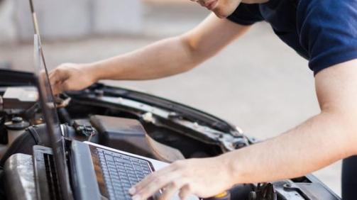 Rice-Tire-Engine-Diagnostics-with-laptop-565x565